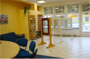 Interiér pobočky Okna Macek Benešov